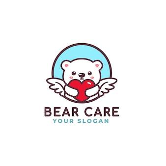 Orso polare sveglio che abbraccia il negozio del bambino della mascotte di logo di cura del cuore