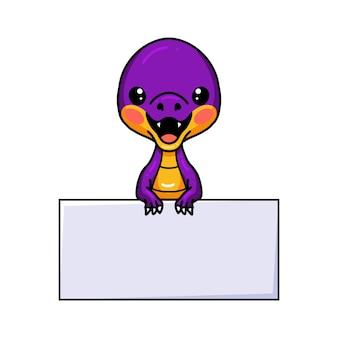 Simpatico cartone animato di dinosauro viola con segno in bianco
