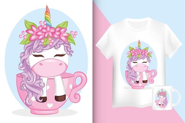 Carino unicorno viola in tazza. camicia e tazza dsign