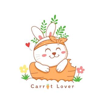 Coniglio sveglio che sorride su una mano del fumetto della carota disegnata con i fiori.