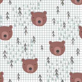 Simpatico motivo senza cuciture con teste di orsi bruni dei cartoni animati, abeti blu e montagne chiare su sfondo bianco a strisce