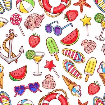 Modello senza cuciture sveglio con simboli estivi. conchiglie, gelato, fragole. illustrazione disegnata a mano