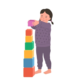 La ragazza sorridente sveglia sta stando tenendo il cubo colorato. bambino che gioca giocattolo in via di sviluppo. giocattoli per bambini piccoli