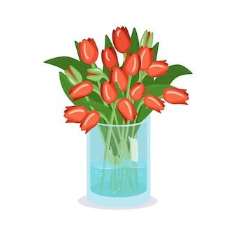 Simpatici fiori primaverili ed estivi in un vaso un mazzo di tulipani rossi