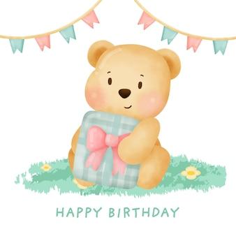 Simpatico orsacchiotto in possesso di una confezione regalo per carta di compleanno.