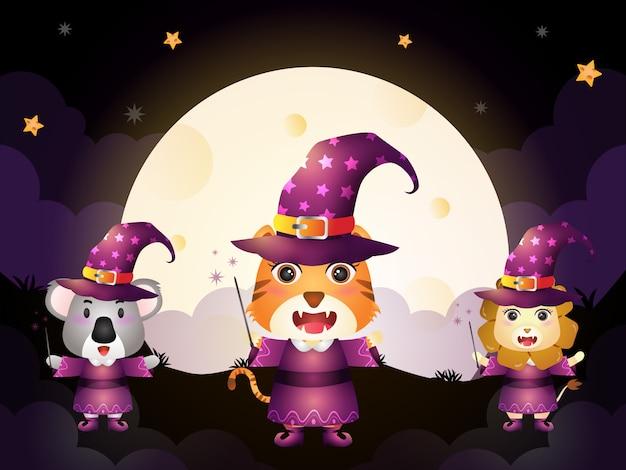 Una tigre, un koala e un leone carini con il personaggio di halloween della strega in costume su sfondo di luna piena