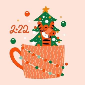 Una simpatica tigre seduta in un'enorme tazza arancione con un'illustrazione disegnata a mano piatta di vettore dell'albero di natale...