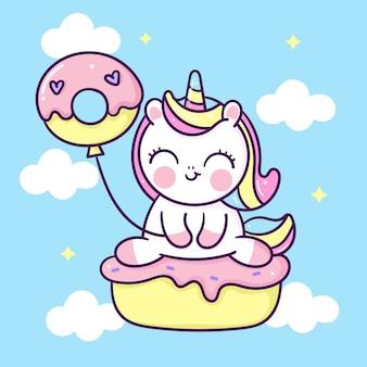 Fumetto sveglio dell'unicorno con la festa di compleanno di kawaii del bigné disegnata a mano