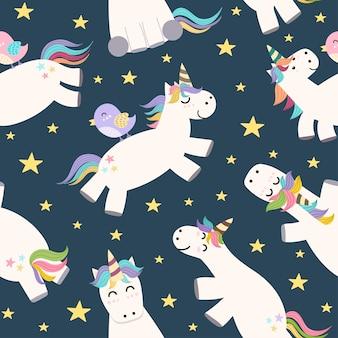 Volo sveglio dell'unicorno nel modello senza cuciture del cielo