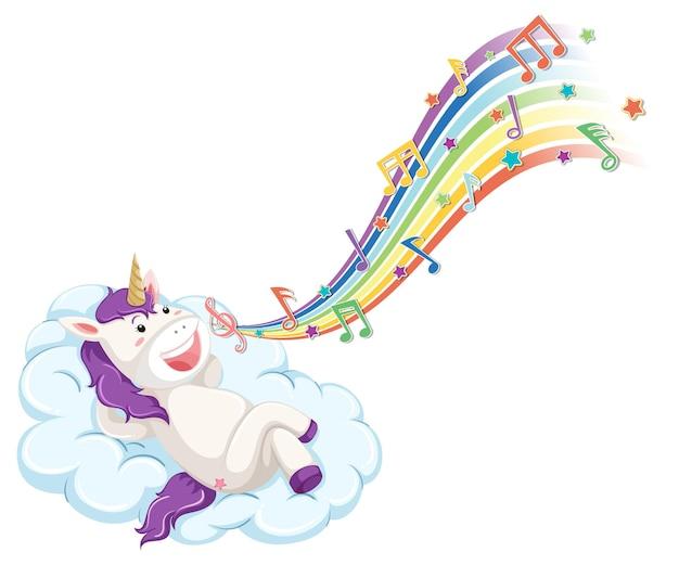 Simpatico unicorno sdraiato sulla nuvola con simboli di melodia sull'arcobaleno