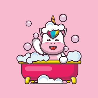 Unicorno carino che fa un bagno di bolle nell'illustrazione vettoriale dei cartoni animati della vasca da bagno