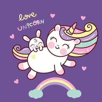 Simpatico vettore di unicorno con coniglietto su arcobaleno kawaii animale disegnato a mano