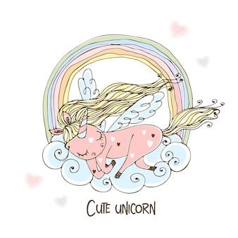 Un unicorno carino con le ali dorme dolcemente su una nuvola con un arcobaleno.
