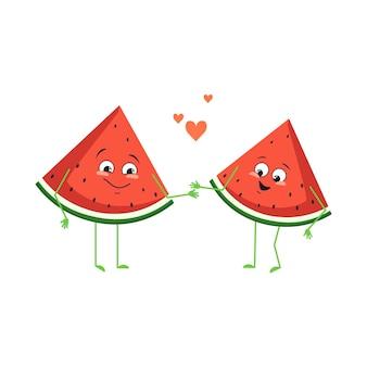 Simpatici personaggi di anguria con emozioni d'amore, viso, braccia e gambe. gli eroi del cibo divertenti o felici, i frutti si innamorano. illustrazione piatta vettoriale