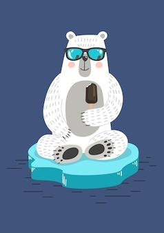 Simpatico orso bianco sul lastrone di ghiaccio che mangia gelato sul caldo estivo il riscaldamento globale