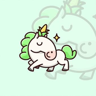Unicon bianco sveglio con capelli verdi e un mais sulla testa