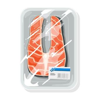 Un pezzo tagliato di salmone atlantico, coho silver, pink humpy, chum dog o chinook king è su un vassoio di plastica avvolto nella pellicola. conservazione, conservazione del pesce rosso salato, crudo o affumicato. modello.
