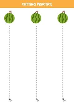 Pratica di taglio per bambini in età prescolare. tagliato dalla linea tratteggiata. fetta di anguria.