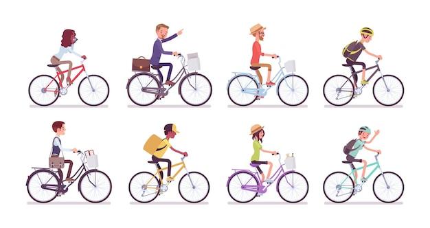 Set di ciclisti e biciclette. uomini e donne felici che guidano diversi cicli per sport, divertimento, lavoro, affari o svago, usano il sistema di condivisione nei luoghi pubblici. illustrazione del fumetto di vettore stile piano