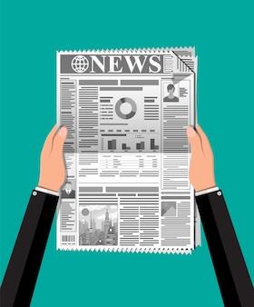 Giornale quotidiano nelle mani.