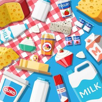 Set di prodotti lattiero-caseari. raccolta di alimenti a base di latte. latte, formaggio, yogurt, burro, panna acida, ricotta, panna. prodotti tipici della fattoria. illustrazione vettoriale in stile piatto