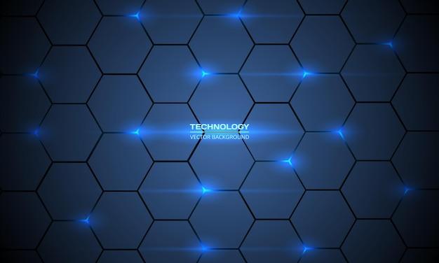 Sfondo tecnologico esagonale astratto blu scuro con lampi luminosi di energia blu