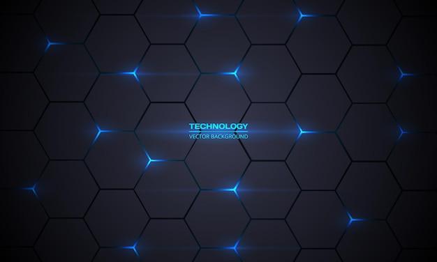 Sfondo astratto tecnologia esagonale grigio scuro con lampi luminosi di energia blu