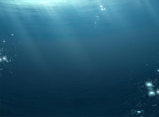 Scena dell'oceano scuro con la luce della luna che irradia attraverso la superficie dell'acqua e bolle che galleggiano verso l'alto
