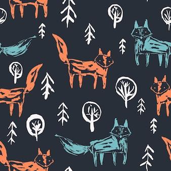 Modello senza cuciture scuro con simpatiche volpi arancioni abbozzate e lupi blu nella foresta di abeti innevati bianchi