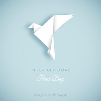 Composizione del giorno della pace con la colomba bianca di origami