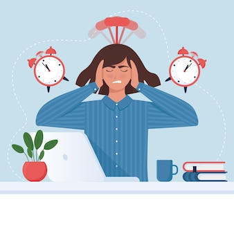 Concetto di scadenza. donna ansiosa di affari davanti al computer con sveglia.