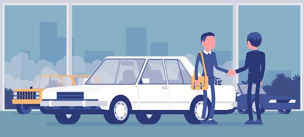 Il concessionario in autosalone mostra il veicolo in vendita. venditore di automobili maschio, cliente fa un accordo in agenzia di vendita, uomo che compra nuova auto, affari in negozio.