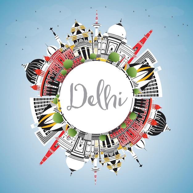Delhi india dello skyline della città con edifici di colore, cielo blu e spazio di copia. illustrazione di vettore. viaggi d'affari e concetto di turismo con architettura storica. paesaggio urbano di delhi con punti di riferimento.