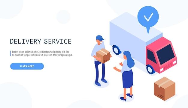 Concetto di servizio di consegna. il postino consegna la scatola alla cliente donna.