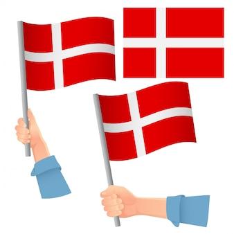 Bandiera della danimarca in mano