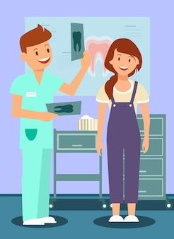 Dentista che dice alla donna buone notizie
