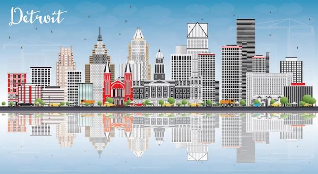 Detroit skyline con edifici grigi, cielo blu e riflessi.