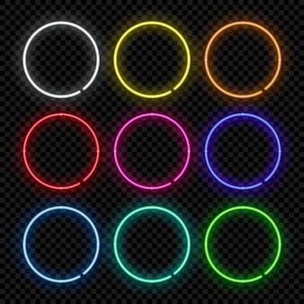Cornici al neon rotonde di colore diverso su sfondo trasparente.