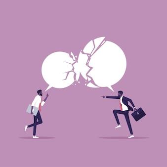 Diverse opinioni e concetto di disaccordo due uomini d'affari che esprimono idee opposte