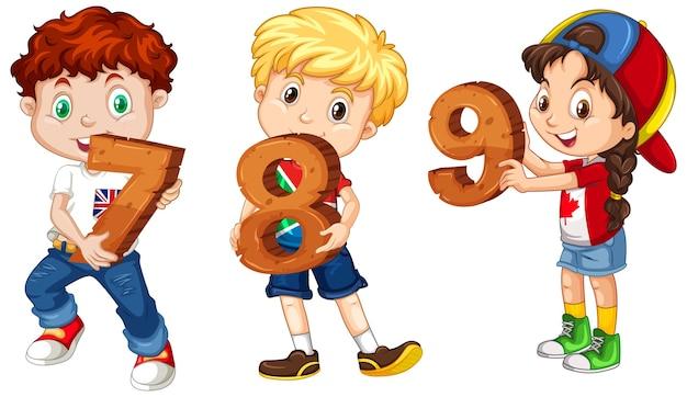 Tre bambini differenti che tengono il numero di matematica