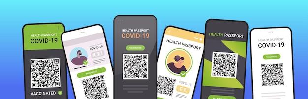 Passaporti di immunità digitale con codice qr sugli schermi degli smartphone certificato di vaccinazione pandemica covid-19 senza rischio