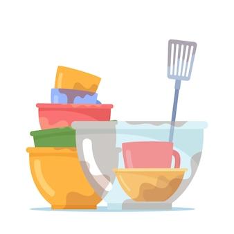 Pila di piatti sporchi, pila di ciotole o piatti con tazza, piatto di vetro e girarrosto per lavare, utensili antigienici con macchie, stoviglie o utensili da cucina isolati su sfondo bianco