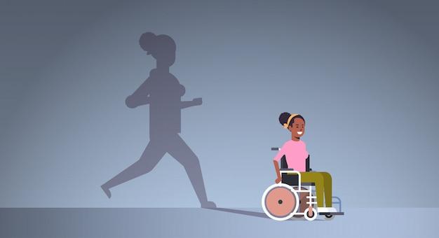 Ragazza disabile dell'afroamericano sulla sedia a rotelle che sogna del recupero