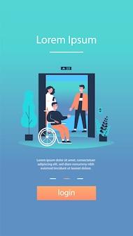 Uomo disabile che entra nella cabina dell'ascensore
