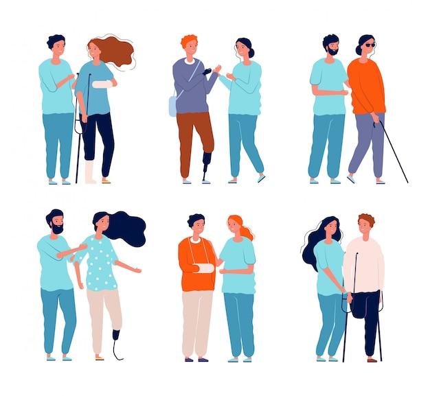Disabili con assistenti. persone in sedia a rotelle personaggio maschio e femmina stampelle immagini