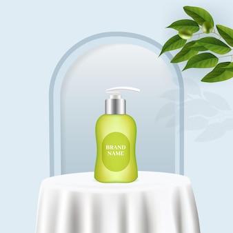 Esposizione di prodotti per flaconi cosmetici su un minimalista