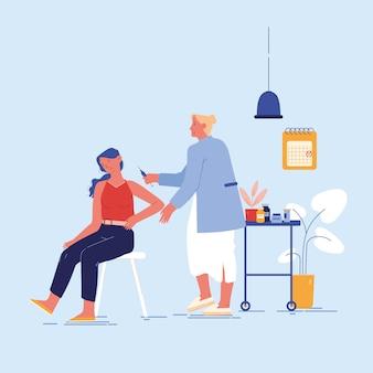 Medico che inietta il vaccino al braccio del paziente