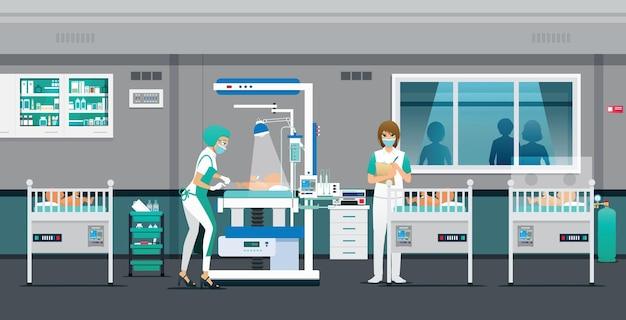 Il medico pulisce e si prende cura della salute del neonato