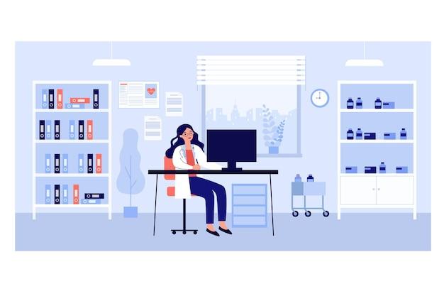 Ufficio medico in clinica. medico femminile che si siede allo scrittorio nella stanza con i rimedi un cartelle