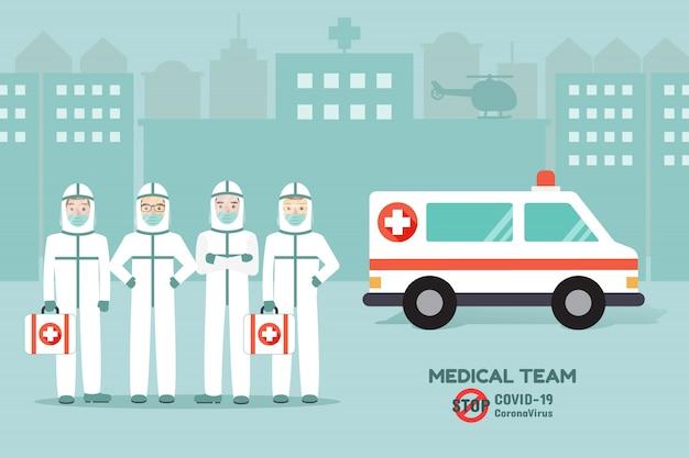 Medici e infermieri, gruppo di medici, indossando l'uniforme dpi in piedi di fronte all'ospedale con l'ambulanza. consapevolezza della malattia di coronavirus.